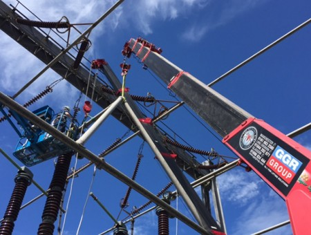 UNIC URW 706 spider cranes' electrifying performance!
