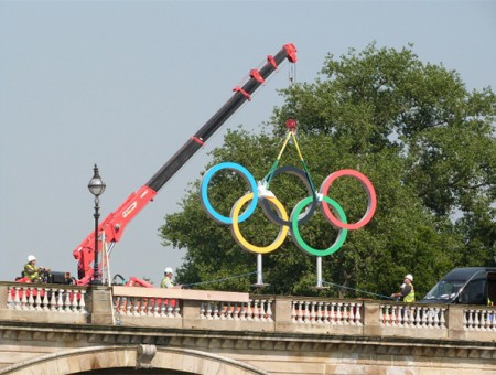 GGR lift the Olympic rings over the Serpentine River