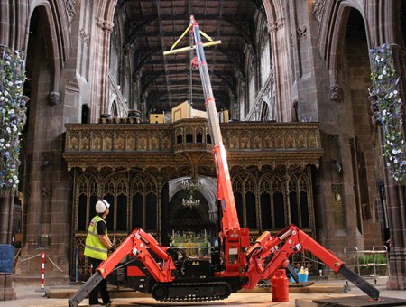 GGR Group's 095 spider crane lifts organ used in Somme centenary service